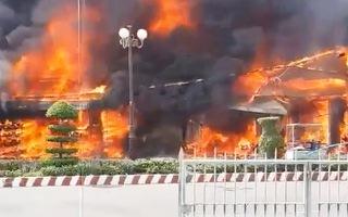 Video: Điều tra vụ cháy thiêu rụi nhiều ki ốt, làm một người tử vong ở Sóc Trăng