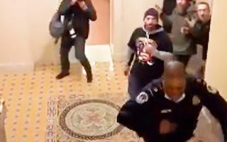 Video: Khoảnh khắc cảnh sát Mỹ tháo chạy khi người biểu tình ập vào Điện Capitol