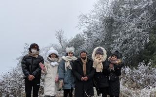 Video: Băng giá phủ trắng đỉnh Mẫu Sơn khi nhiệt độ xuống -2 độ C