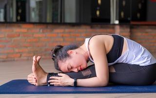Bài yoga giúp giảm đau bụng, đau lưng cho phái đẹp ngày 'đèn đỏ'