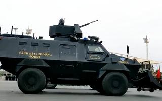 Video: Nhiều xe chuyên dụng hiện đại tham gia diễn tập chống khủng bố, bạo loạn