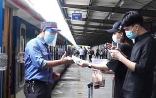 Video: Chuyến tàu đầu tiên từ Hà Nội đi TP.HCM sau giãn cách đã lăn bánh