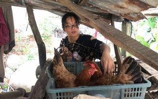 Video: Cô học trò mở 'quán tạp hóa', trồng chuối, nuôi gà từ năm 10 tuổi