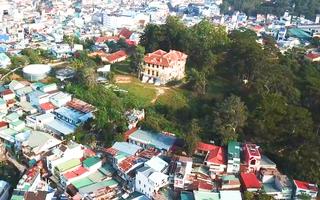 Video: Nâng dinh Tỉnh trưởng ở Đà Lạt lên 28m để làm tổ hợp khách sạn cao tầng
