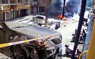 Video: Đốt pháo ăn mừng mua xe hơi mới, 'thiêu rụi' ô tô hàng xóm