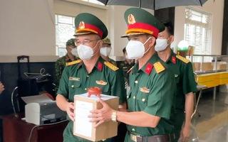 Video: Bộ đội Quân khu 5 đưa tro cốt người qua đời vì COVID về miền Trung - Tây Nguyên