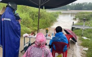 Video: Nước sông lên nhanh gây ngập nhiều nơi, 1 người bị lũ cuốn mất tích ở Quảng Nam