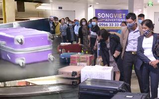 Video: Khử khuẩn toàn bộ hành lý của khách ở sân bay Tân Sơn Nhất