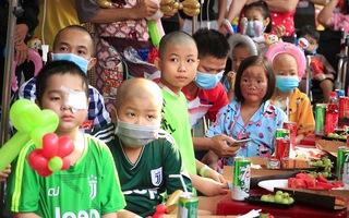 Video: Ấm áp không khí Tết cho các em bệnh nhi ung thư