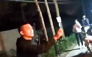 Video: Xử phạt thanh niên chửi bới, chống đối ở chốt kiểm dịch COVID-19