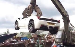 Video: Phạm nhân kiện cảnh sát vì bị phá hủy siêu xe Ferrari