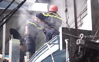 Video: Cháy nổ tại một căn nhà ở quận Phú Nhuận, 3 người thoát nạn
