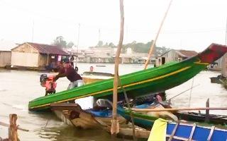 Video: Bắt nhóm thanh niên 'thủy chiến' với lực lượng chống buôn lậu để tẩu tán tang vật