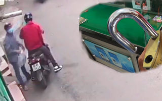 Video: Khóa cửa nhà đi chúc Tết, kẻ gian đến trộm hơn 30 điện thoại