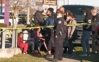 Video: Xả súng ngay tại tiệm bán súng, 3 người chết, 2 người bị thương