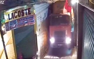Video: Truy tìm chiếc xe container 'chui' vào hẻm ở Thủ Đức
