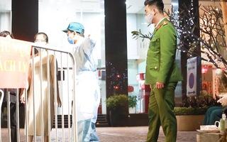 Video: Xét nghiệm xuyên đêm ở Hà Nội cho 1.700 cư dân tòa Sky City Tower