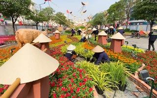 Video: Hối hả thi công đường hoa Nguyễn Huệ trước ngày khai mạc