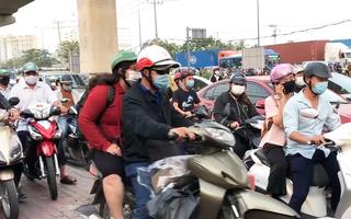 Video: 'Ma trận' ùn tắc cuối năm vì nhiều người đi ngược chiều và vượt đèn đỏ