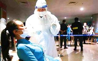 Video: 47 người tiếp xúc nhân viên sân bay nhiễm COVID-19 đều có kết quả âm tính lần 1