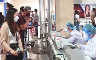 Video: 4 mẫu gộp của nhân viên sân bay Tân Sơn Nhất nghi nhiễm COVID-19