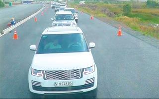 Video: Quốc lộ 1 kẹt cứng, cho xe chạy vào cao tốc Trung Lương - Mỹ Thuận