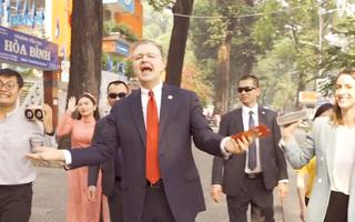 Video: Ấn tượng Đại sứ Mỹ chúc Tết theo phong cách rap Việt cùng Wowy