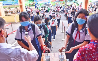 Video: Hơn 1,7 triệu học sinh TP.HCM trở lại trường, tuân thủ quy định 5k về phòng dịch