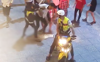Video: Hành vi gây phẫn nộ cực độ, nam thanh niên bị chém gục trong đêm