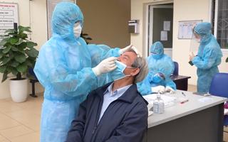 Video: Hà Nội xét nghiệm COVID-19 cho 4.000 người nguy cơ cao
