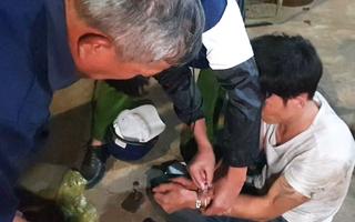 Video: Vây bắt đối tượng dùng kìm bẻ khóa, đột nhập nhà dân lúc rạng sáng ở Đồng Nai
