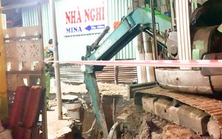 Video: Đào đường ống nước, 2 công nhân rơi xuống hố, 1 người tử vong