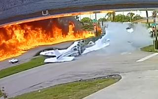 Video: Máy bay gặp sự cố lao thẳng xuống đường, 2 người tử vong