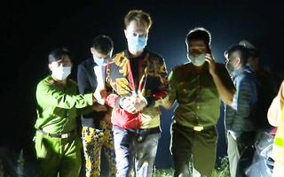Video: Lập chốt vây bắt 2 người Trung Quốc trốn khỏi khu cách ly trong đêm