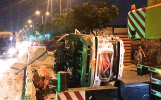 Video: Xe container 'càn quét' quốc lộ 1, giao thông ùn tắc cả đêm