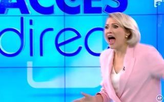 Video: Người phụ nữ khỏa thân xông vào ném đá MC đang truyền hình trực tiếp