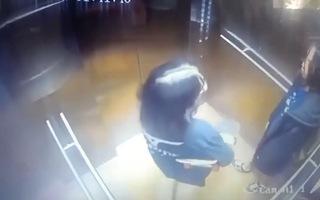 Video: Hình ảnh 2 cô gái trước khi rơi từ lầu cao chung cư ở quận 12 tử vong