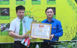 Video: Khen thưởng tài xế taxi nhảy sông cứu thiếu nữ tự tử