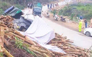 Video: Công an điều tra vụ xe tải chở gỗ keo bị lật làm 7 người thiệt mạng