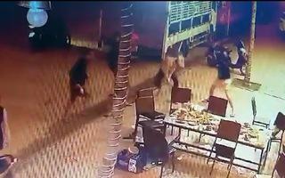 Video: Truy tìm nhóm thanh niên hung hãn chém người liệt 2 chân tại Tiền Giang