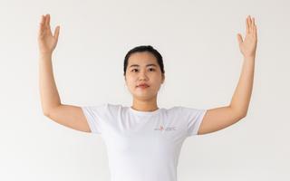 Video: Những động tác yoga phục hồi giúp làm mềm cơ vai và giảm gù lưng trên