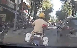 Video: 2 CSGT 'mở đường' cho xe chở sản phụ tới bệnh viện