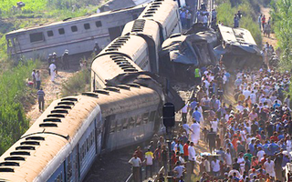 Video: Hai đoàn tàu va chạm do phanh gấp khiến 32 người thiệt mạng ở Ai Cập