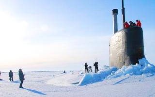 Video: Tàu ngầm hạt nhân từ dưới biển trồi lên, phá vỡ lớp băng dày