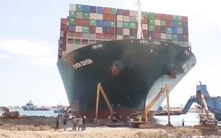 Video: Hình ảnh đào bới 'giải cứu' tàu Ever Given mắc cạn ở kênh đào Suez