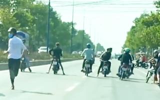 Video: 'Quái xế' lại chặn đường, dàn trận đua xe gây náo loạn
