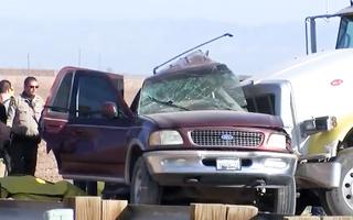 Video: Xe nghi chở người nhập cư lậu gặp tai nạn thảm khốc ở Mỹ, 14 người chết