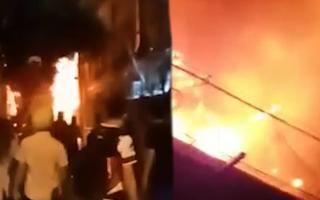 Video: Cháy bãi xe vi phạm thuộc nhóm hủy đăng ký do không người nhận ở Thủ Đức