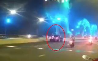 Video: Tài xế dừng ô tô giữa cầu Rồng, cùng bạn gái chụp ảnh lưu niệm nhận lỗi