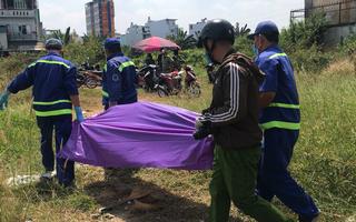 Video: Người đàn ông tử vong bất thường ở bãi đất trống tại TP.HCM